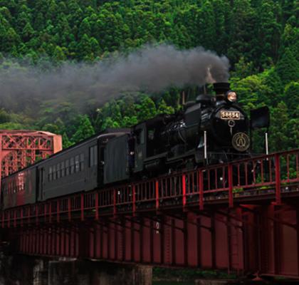 日本九州的「SL人吉」是當地相當知名的蒸汽觀光列車.jpg