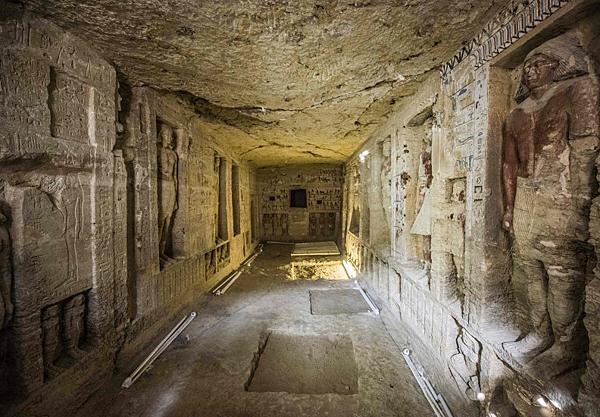 埃及政府宣布在首都開羅南方30公里處的薩卡拉發現一座擁有4400年歷史、保存相當完整的祭司墓穴.png