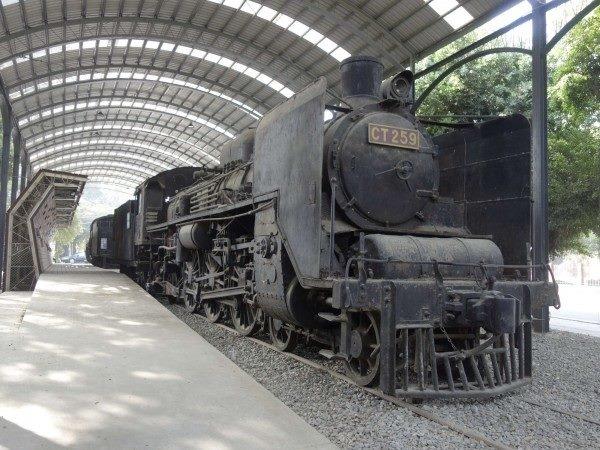 保存於台南市立體育公園的C551蒸汽火車頭.jpg