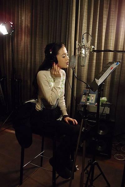 【第一次】Angelababy進錄音室力求完美獻唱主題曲