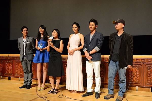 [候鳥來的季節]導演蔡銀娟向全場觀眾打招呼