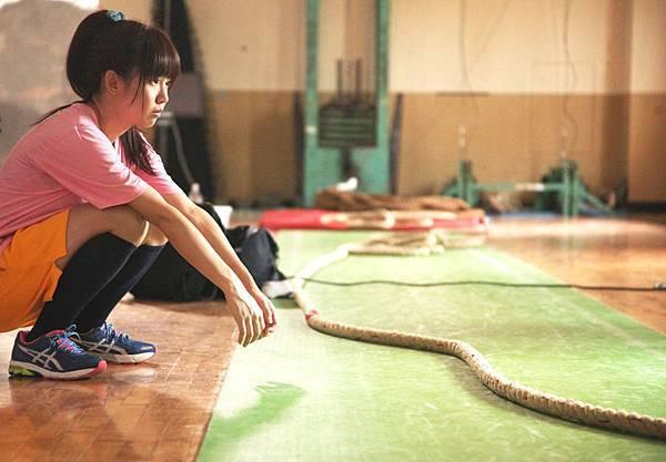 【志氣】拔河過程讓瑤瑤體會拔河女孩們的努力與辛苦