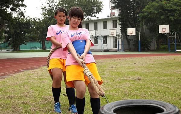 【志氣】為加強訓練體能,瑤瑤片中和隊友一同加強練習