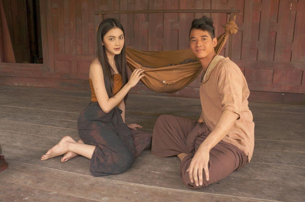 【淒厲人妻】片中混血嫩模黛薇卡飾演等待丈夫回鄉的妻子小奈