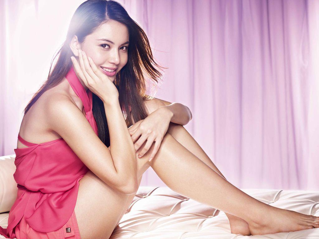 【淒厲人妻】泰版嫩模昆凌是Za化妝品代言人