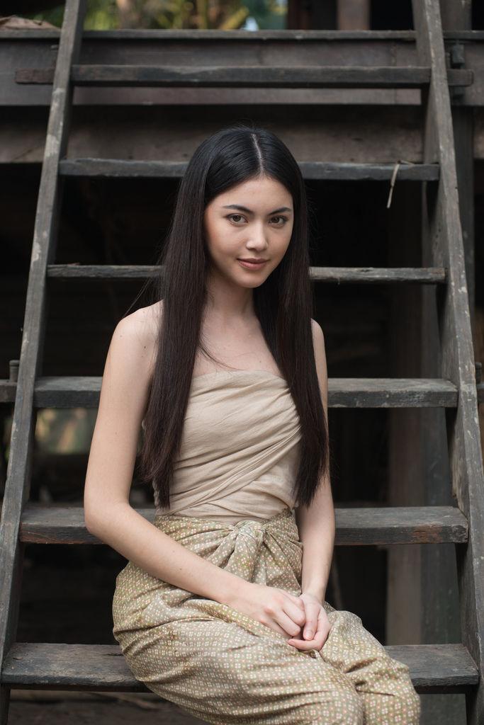 比利時和泰國混血嫩模黛薇卡,人氣因【淒厲人妻】急速飆漲