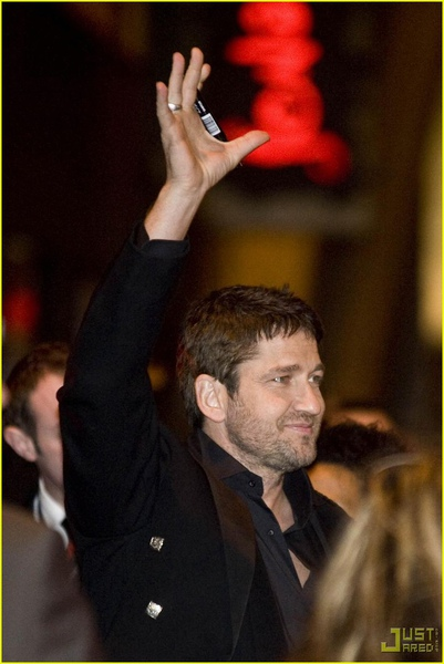 gerard-butler-kilt-law-abiding-citizen-glasgow-03.jpg
