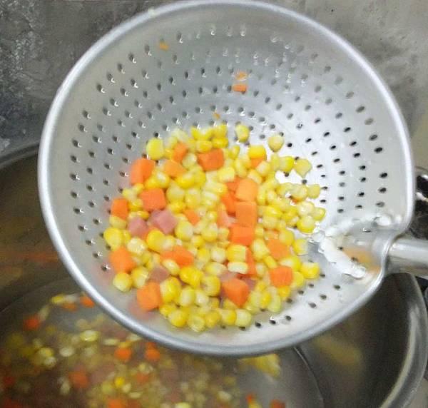 燙玉米火腿紅蘿蔔