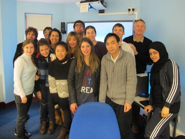 老師和來自各國的同學