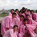 一群粉紅人