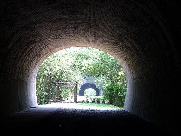 崎頂 子母隧道01