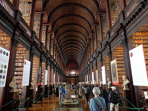 1024px-Trinity_College_Library_02