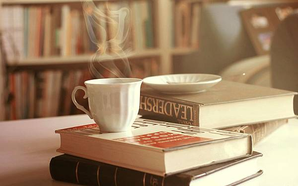 coffee_in_library_drink_food_books_hd-wallpaper-1604966