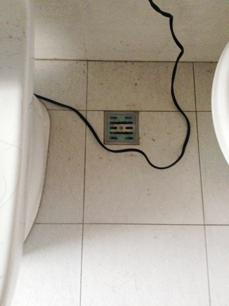 特力屋好幫手-清潔前客浴排水孔