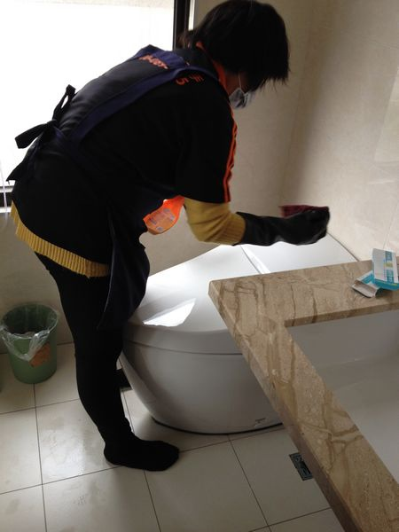 17特力屋好幫手-主浴清潔中