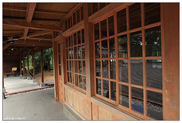 車站窗櫺.JPG