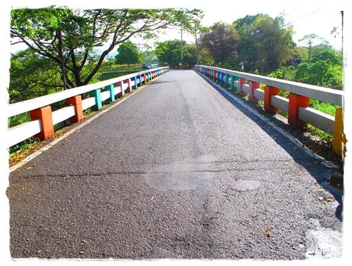 通往童玩館的彩虹橋