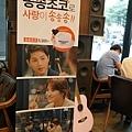 太陽的後裔dalkomm caffee亭子洞店0014.jpg