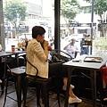 太陽的後裔dalkomm caffee亭子洞店0015.jpg