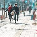 ep6-2孤獨又燦爛的神鬼怪場景街道奔跑.jpg