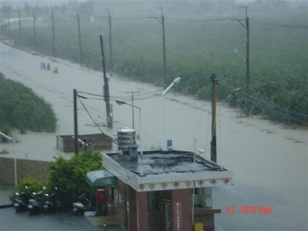 校門口淹沒
