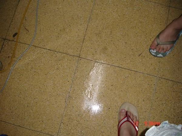 室內佈滿濕氣