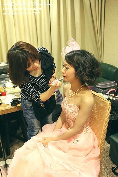 甜美紗帽造型,捲髮公主頭,俏麗捲髮包頭,台北新祕~薇娜vina huang (1).jpg