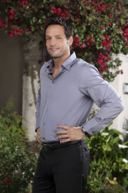 Josh Hopkins ... as  Grayson Ellis.jpg
