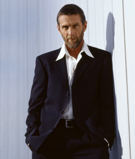 John Glover star as Lionel Luthor 01.jpg