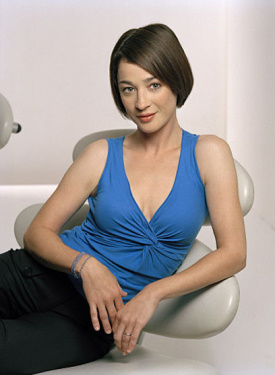 Moira Kelly as Karen Roe.jpg