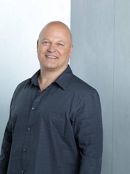 Michael Chiklis ... as Jim Powell