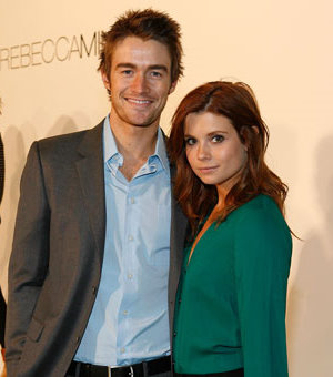 Joanna Garcia & Robert Buckley.jpg