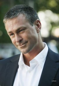 Ugly Betty.S3_Grant Bowler as Connor Owens.jpg