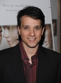 Ugly Betty.S3_Ralph Macchio as Archie Rodriguez.jpg