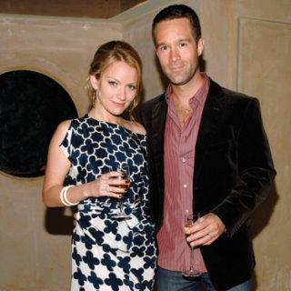 Becki Newton and Chris Diamantopoulos.jpg