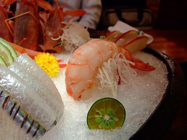有夠大隻和鮮甜的大蝦子!這一隻就100多了吧!
