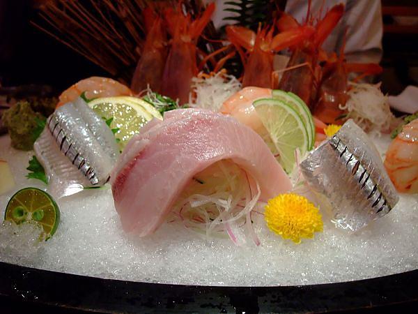 不知什麼魚的生魚片~
