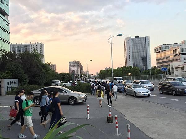 5-1.漕河涇開發區-下班人潮