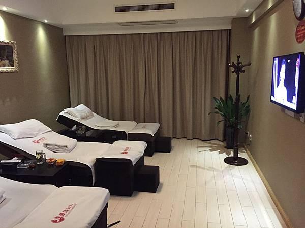 12-3一個房間有三張床.JPG