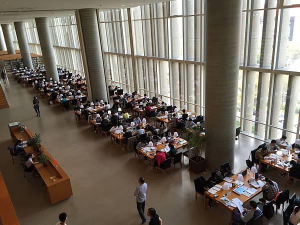 浦東圖書館-假日滿滿的人潮
