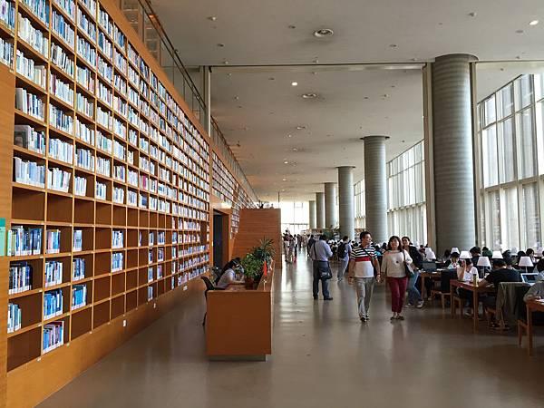 浦東圖書館-2F閱覽區