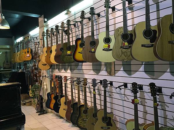 吉他-展示區1.JPG
