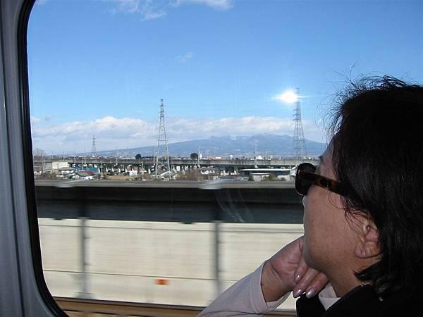 我們喜歡坐火車 因為可以看到許多不同景色