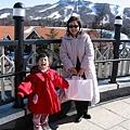 小外孫女這大紅外套應該可以讓她再穿兩三年
