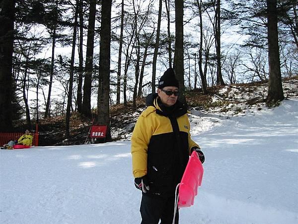 這滑雪板明明很好玩 可是沒人要跟我一起滑 大家都嫌我爬太高