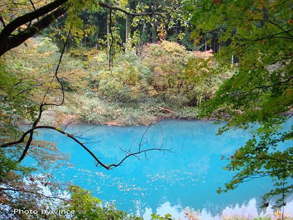 抱返溪谷  湛藍溪水