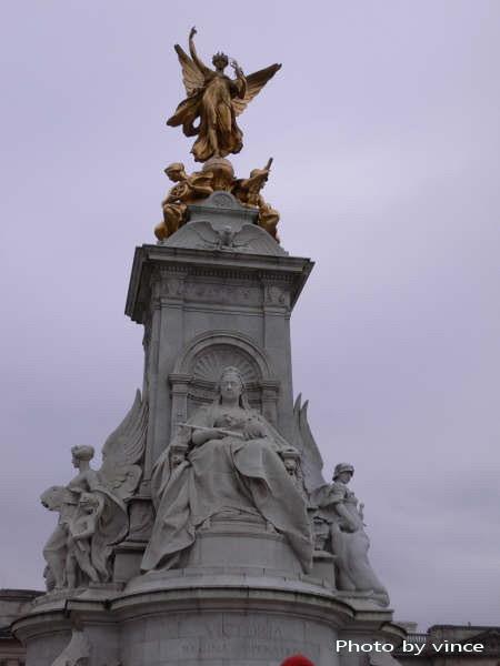 伊利莎白女王雕像