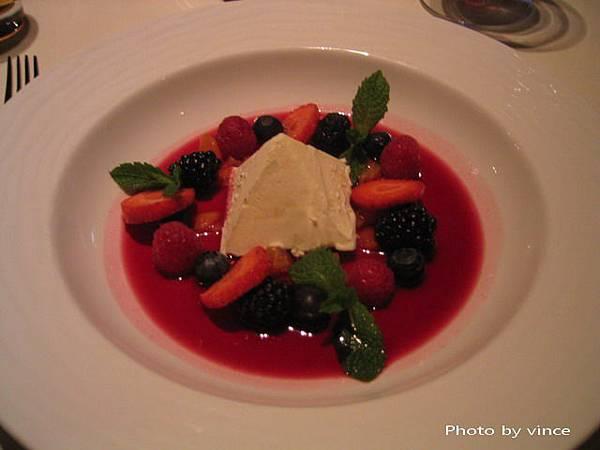 餐後甜點野莓冰淇淋