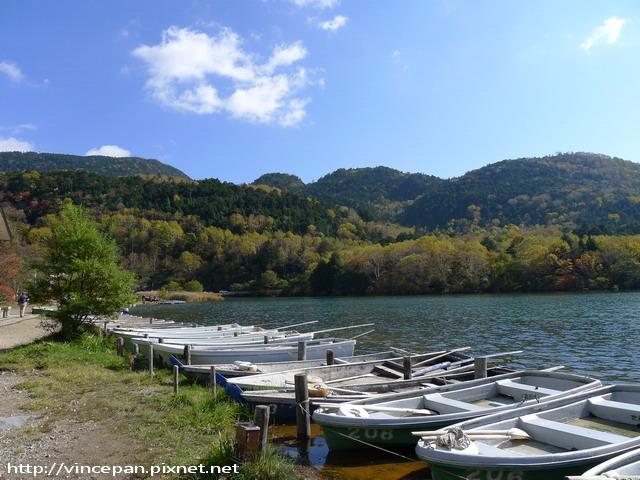 湯之湖 遠山 小舟