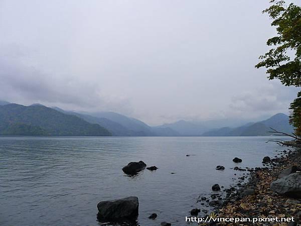 中禪寺湖畔 石頭